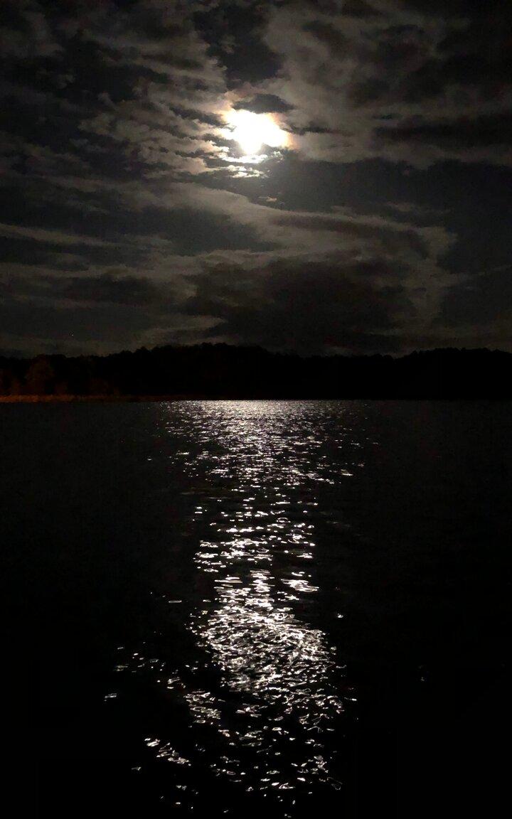 Mond auf dem Wasser